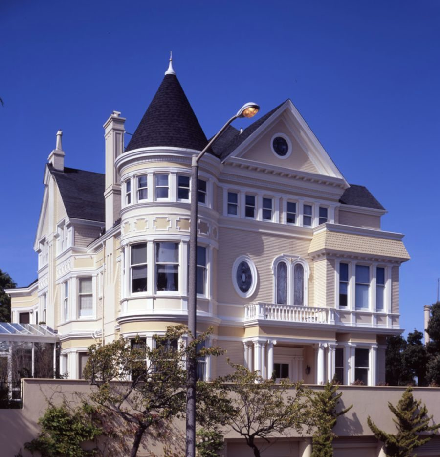 Contrast your roof with a light colored home 900x935 18 Victorian Homes to Make You Swoon