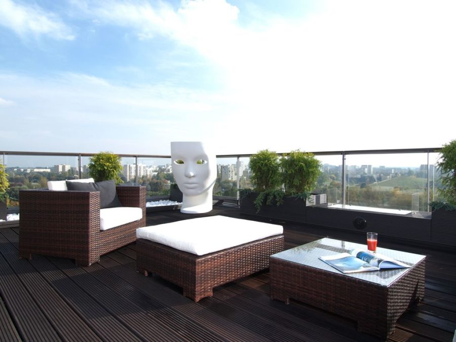 Green Planters Rooftop Area 900x675 Great Outdoor Living Space Ideas
