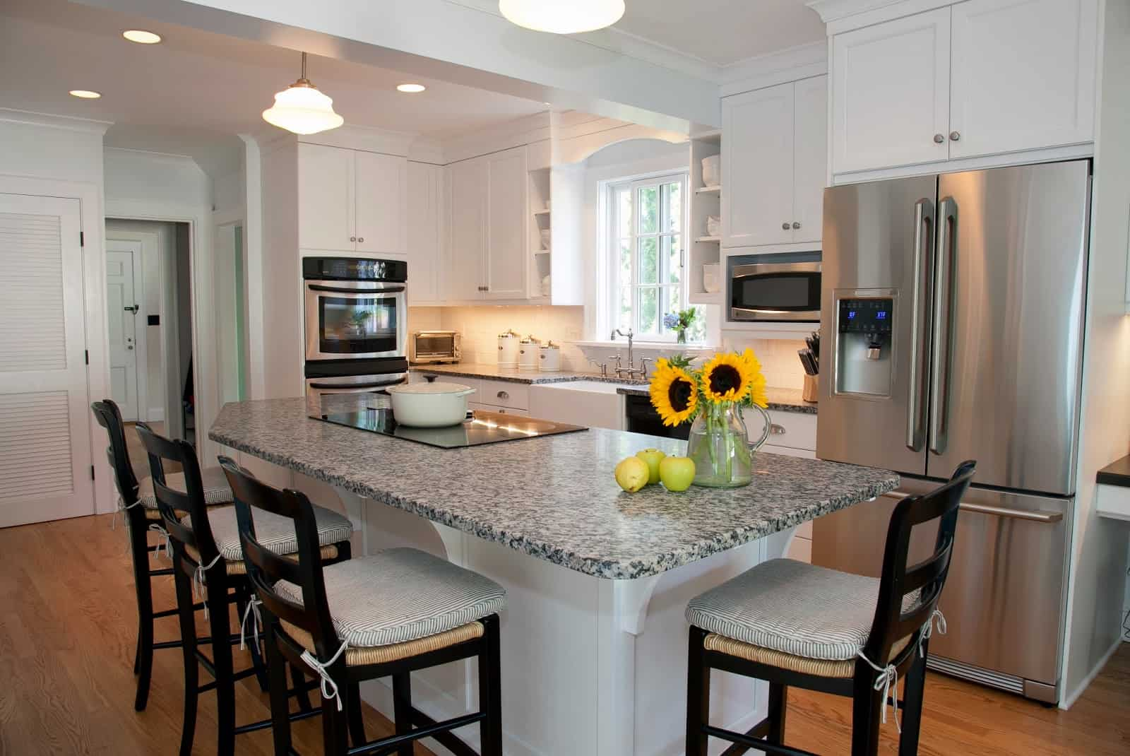 Amazing-Charming-White-Ribbons-Applied-For-Kitchen-Island-With-Seating-Combined-With-Glorious-Hanging-Lamps-On-Kitchen-Islands-With-Seating