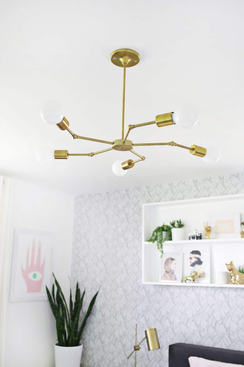 Brass-chandelier-in-a-bedroom-makevoer