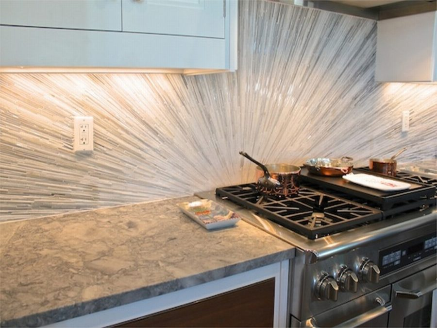 View In Gallery Kitchen Backsplash Glass Tile Regarding Within Elegant Pictures 900x675