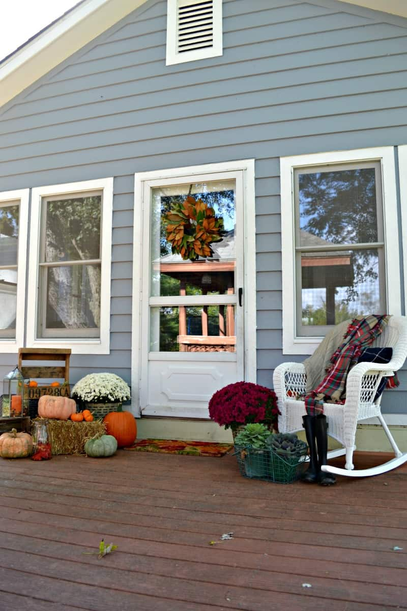 simple seasonal back porch idea