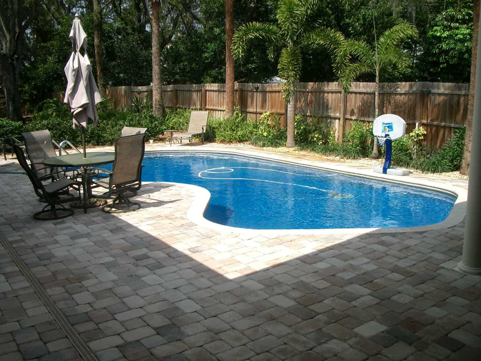 small kidney shape pool design