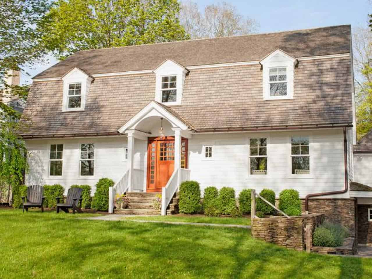 colonial style cottage home