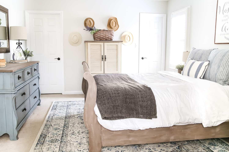 cottage guest room