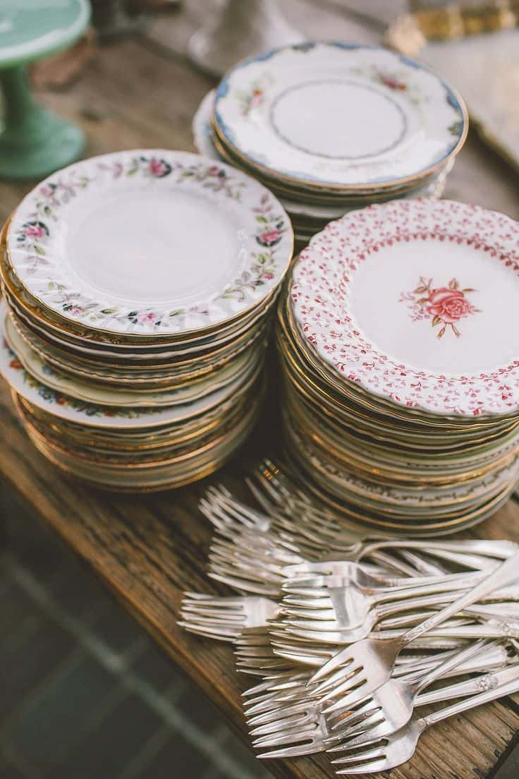floral plates 10 Ways to Add a Floral Flair to Your Home