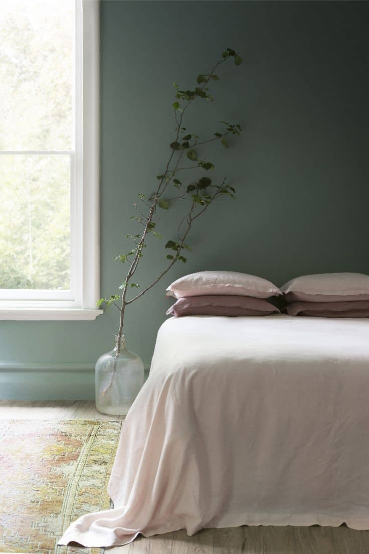 green minimalist bedroom