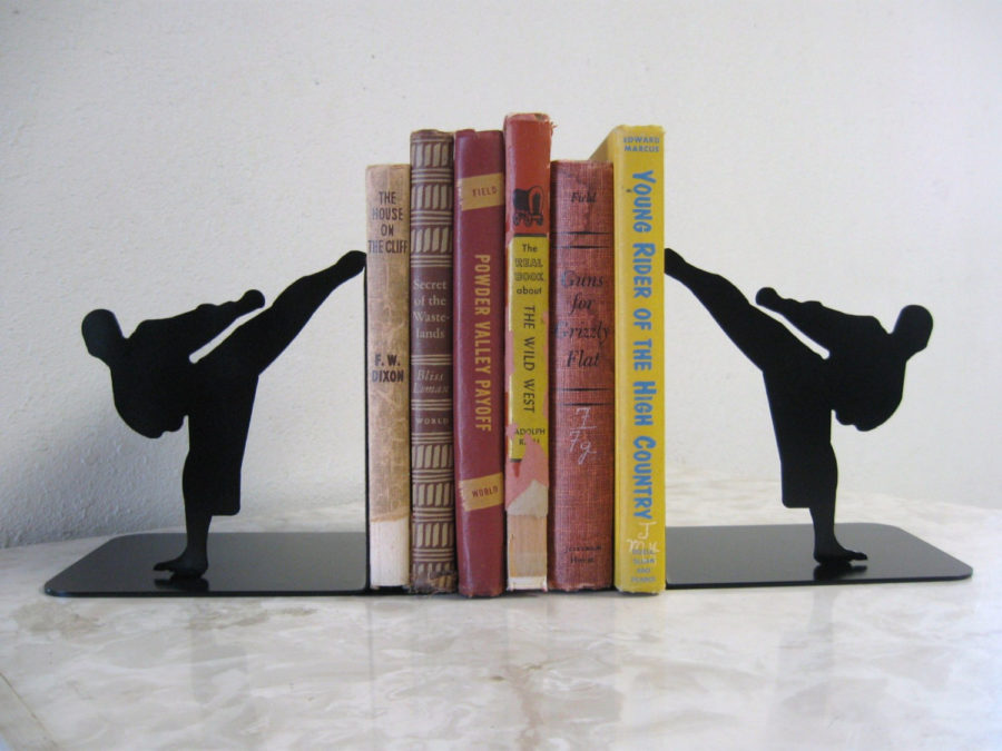 karate bookends 900x675 15 Unique Bookends For All Of Your Favorite Reads