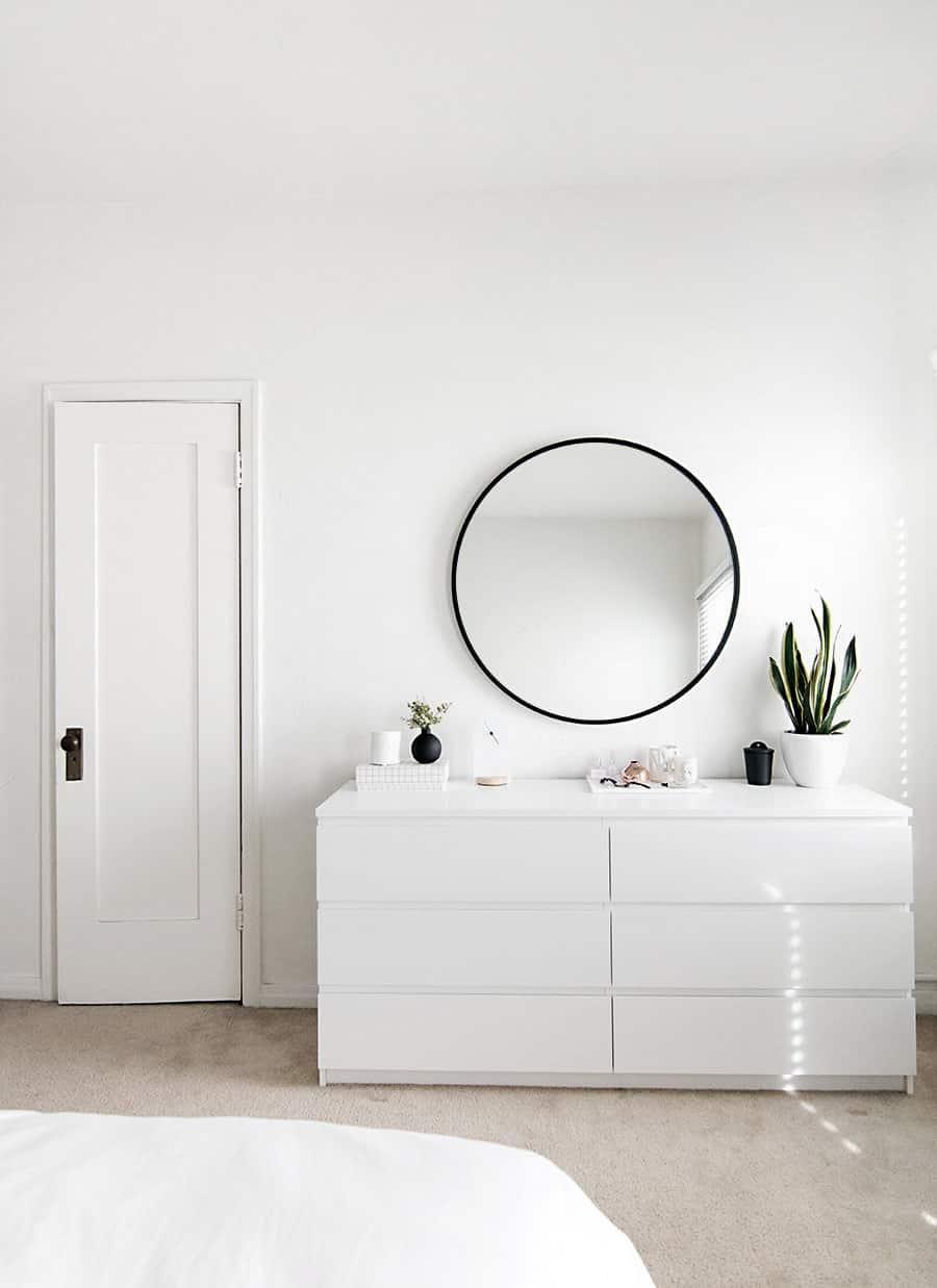 minimal bedroom organization