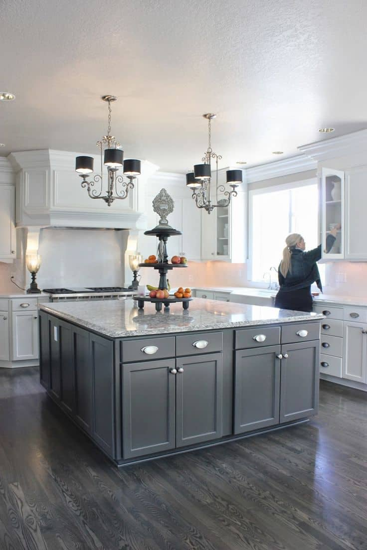 Romantic And Welcoming Grey Kitchens For Your Home - Grey and white cupboards