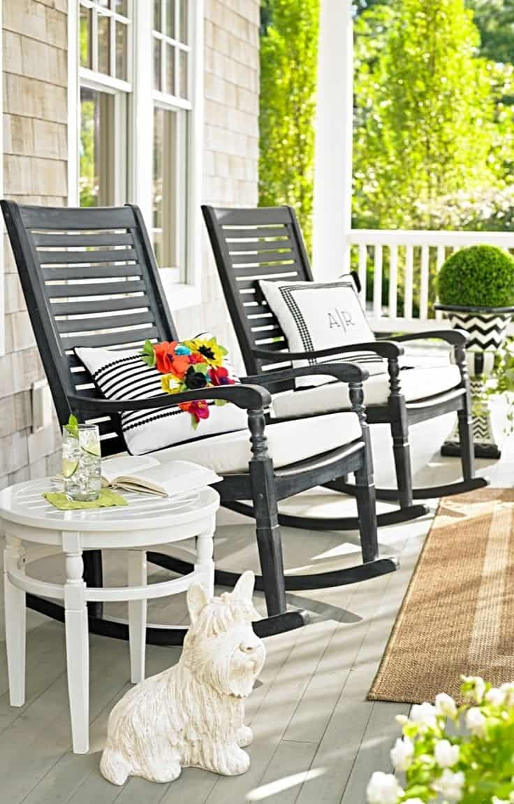 Porch and patio idea you 39 ll want to steal this fall for Front deck furniture ideas