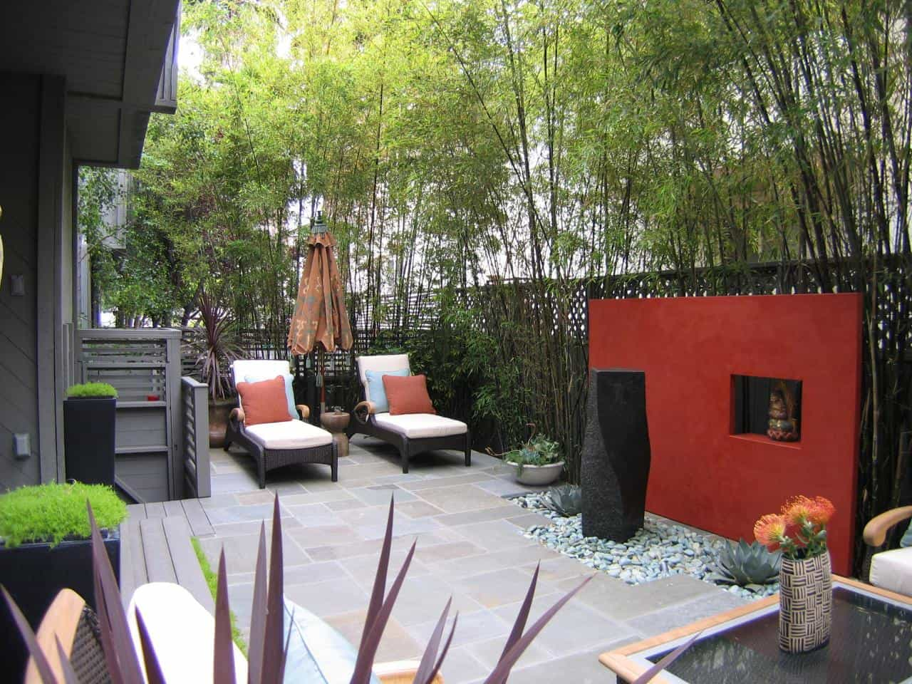 An accent wall can add privacy which is always great when you are working with an outdoor space.