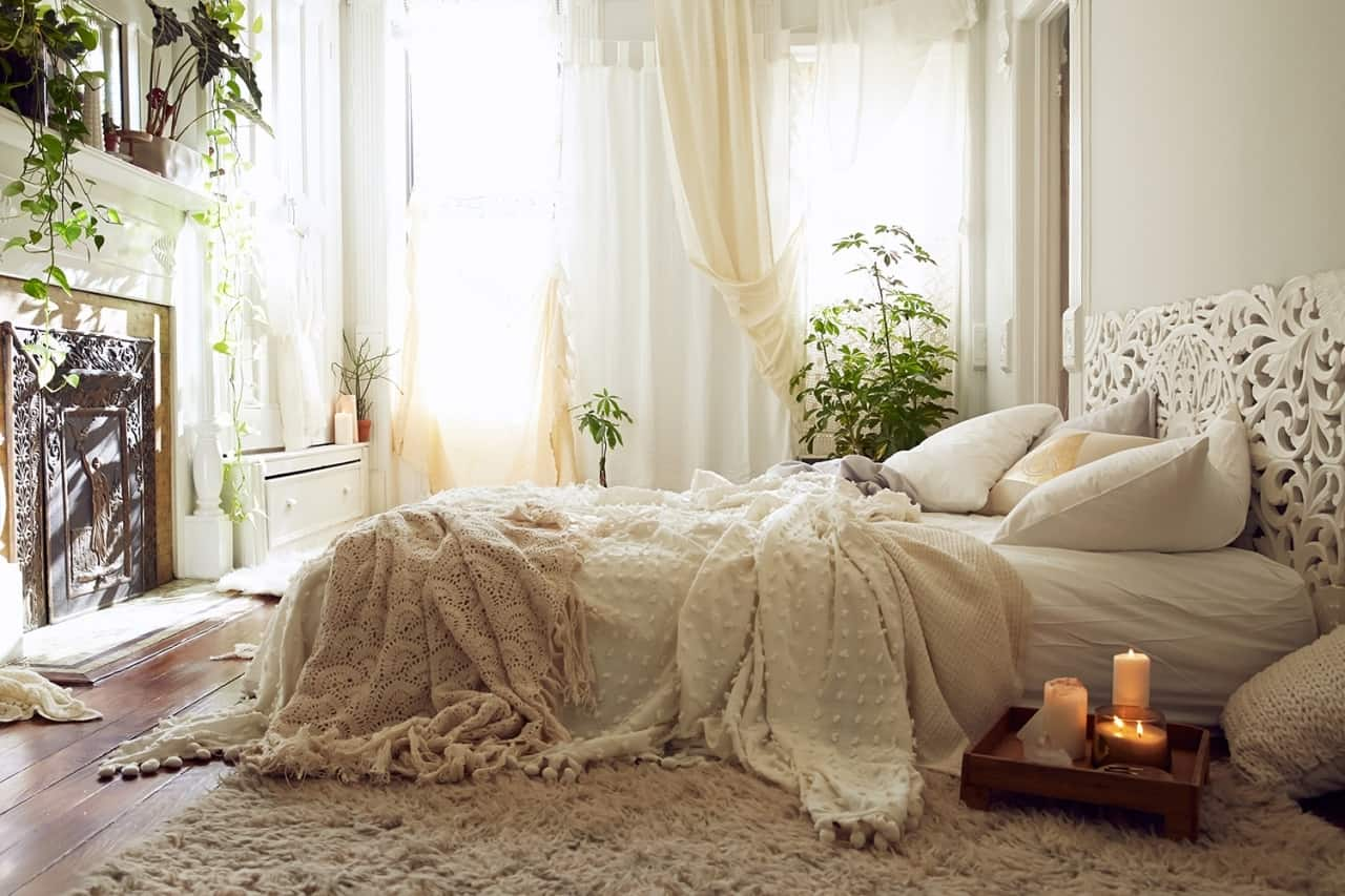 10 ways to give your bedroom a bohemian twist for Bohemian style bedroom furniture
