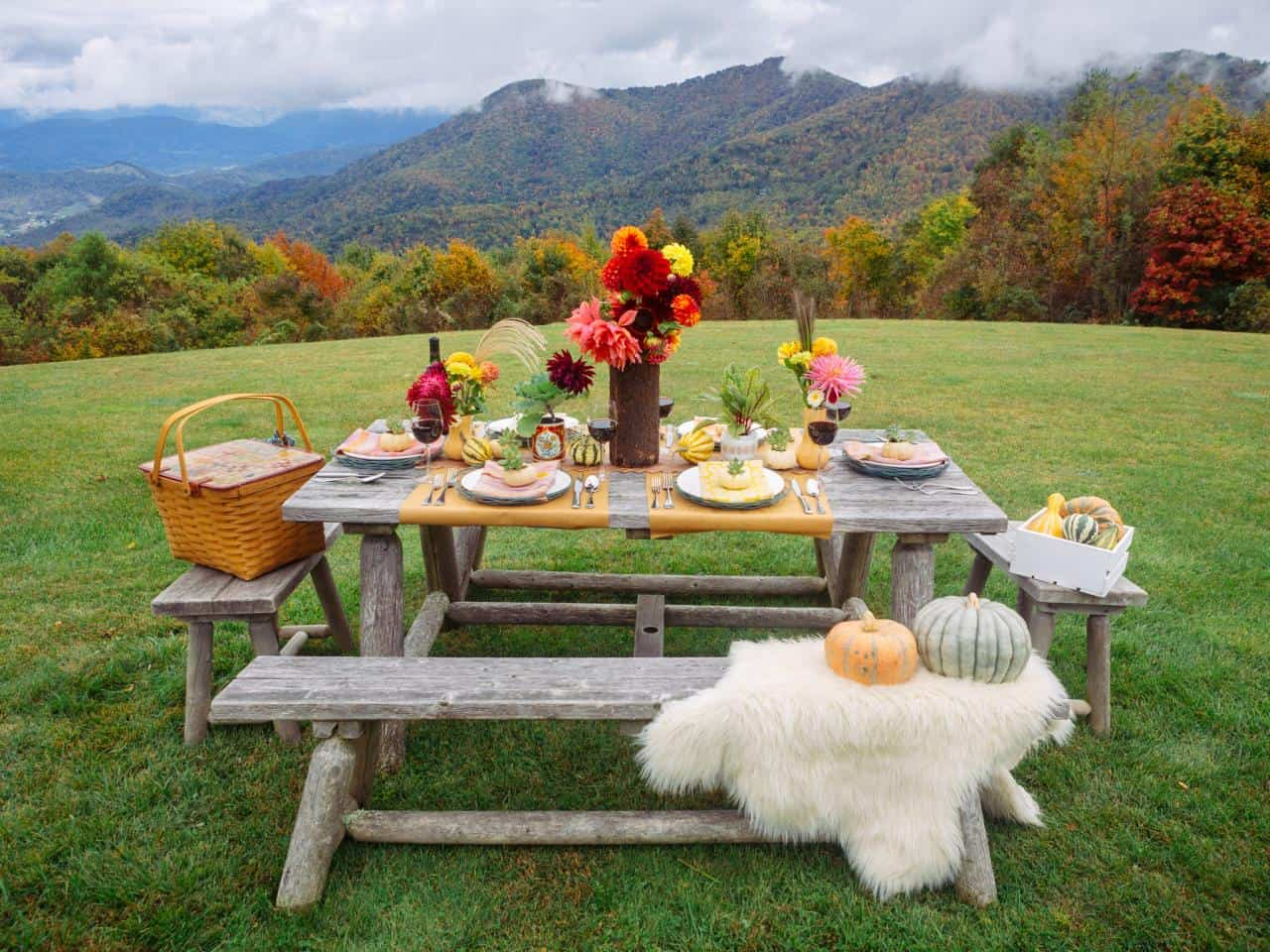 Taking your fall decor outdoors can be an excellent idea especially if you are planning a picnic