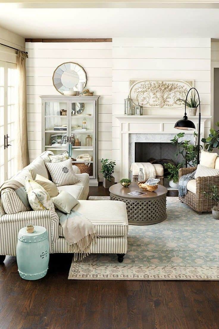 Trendy ideas for small living room space for Small neutral living room ideas