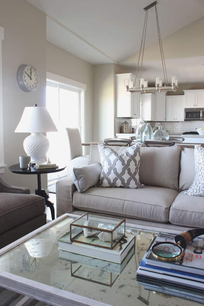Adding a touch of silver can enhance the elegance of the room
