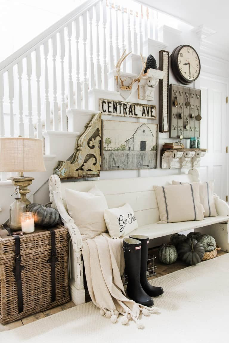 farmhosue entryway Farmhouse Style Trends You Need in Your Home