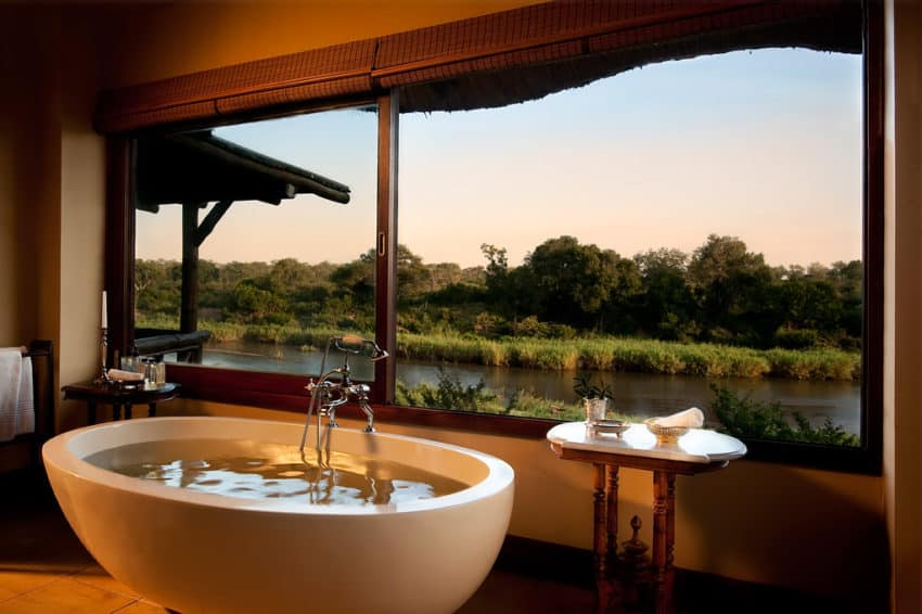 narina lodge 10 Bathrooms With a View You Must See