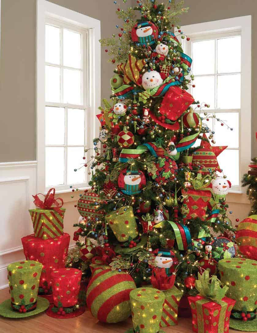 christmas tree with large ornaments Stylish New Ways to Decorate Your Christmas Tree