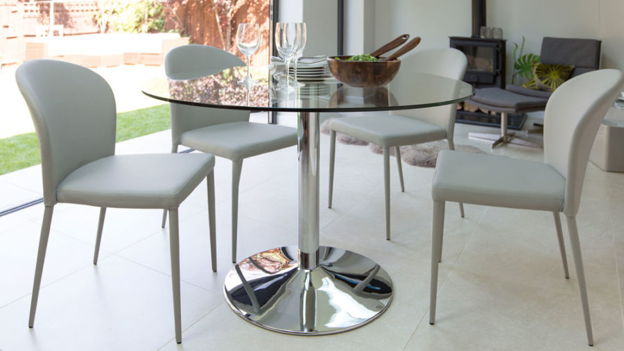 naro round glass 4 seater table 5 900x506 15 Round Glass Dining Room Tables That Add Sophistication To Mealtime