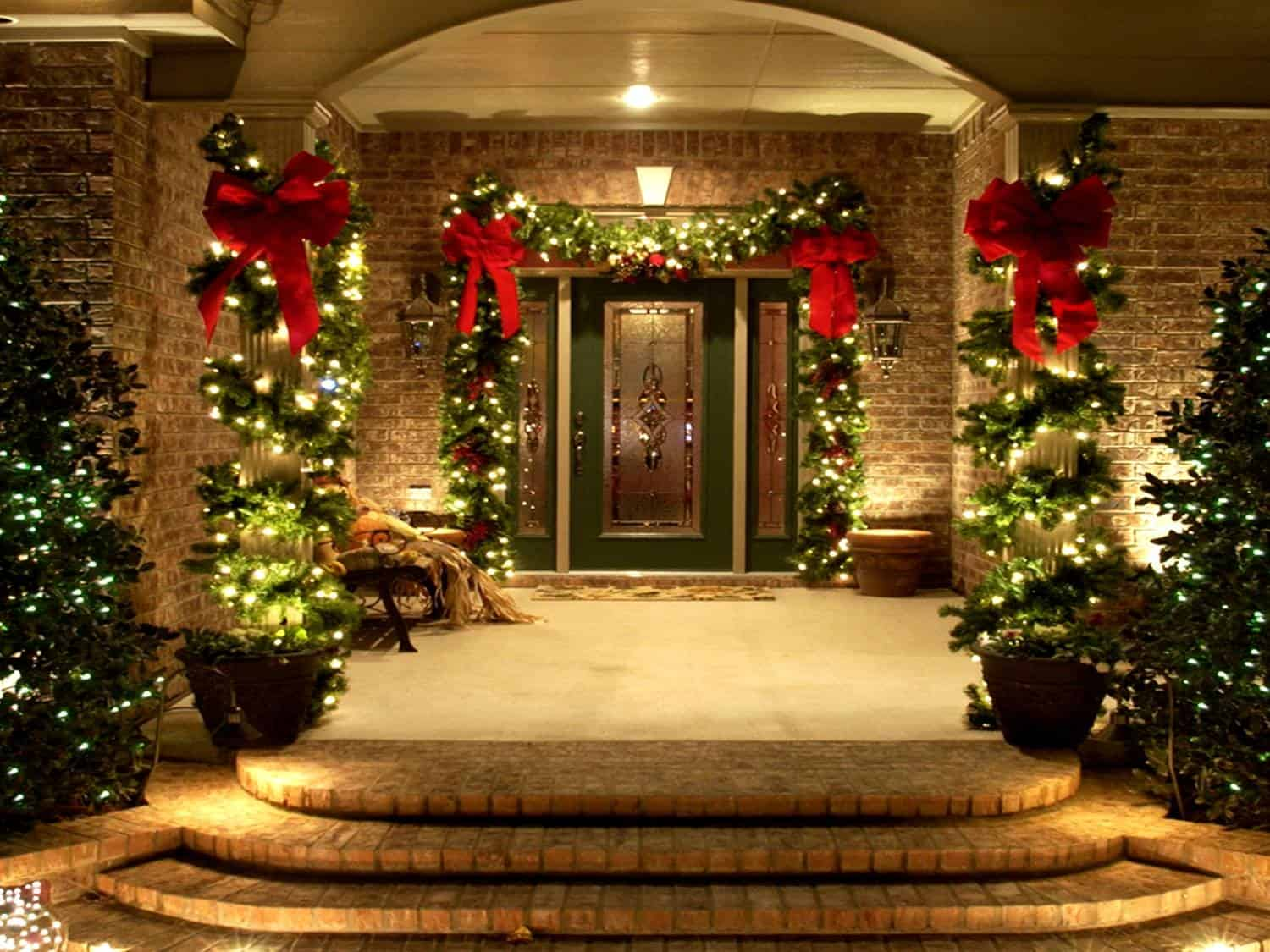 View In Gallery Prelit Garland Best Ways To Light The Outside Of Your Home  During Winter
