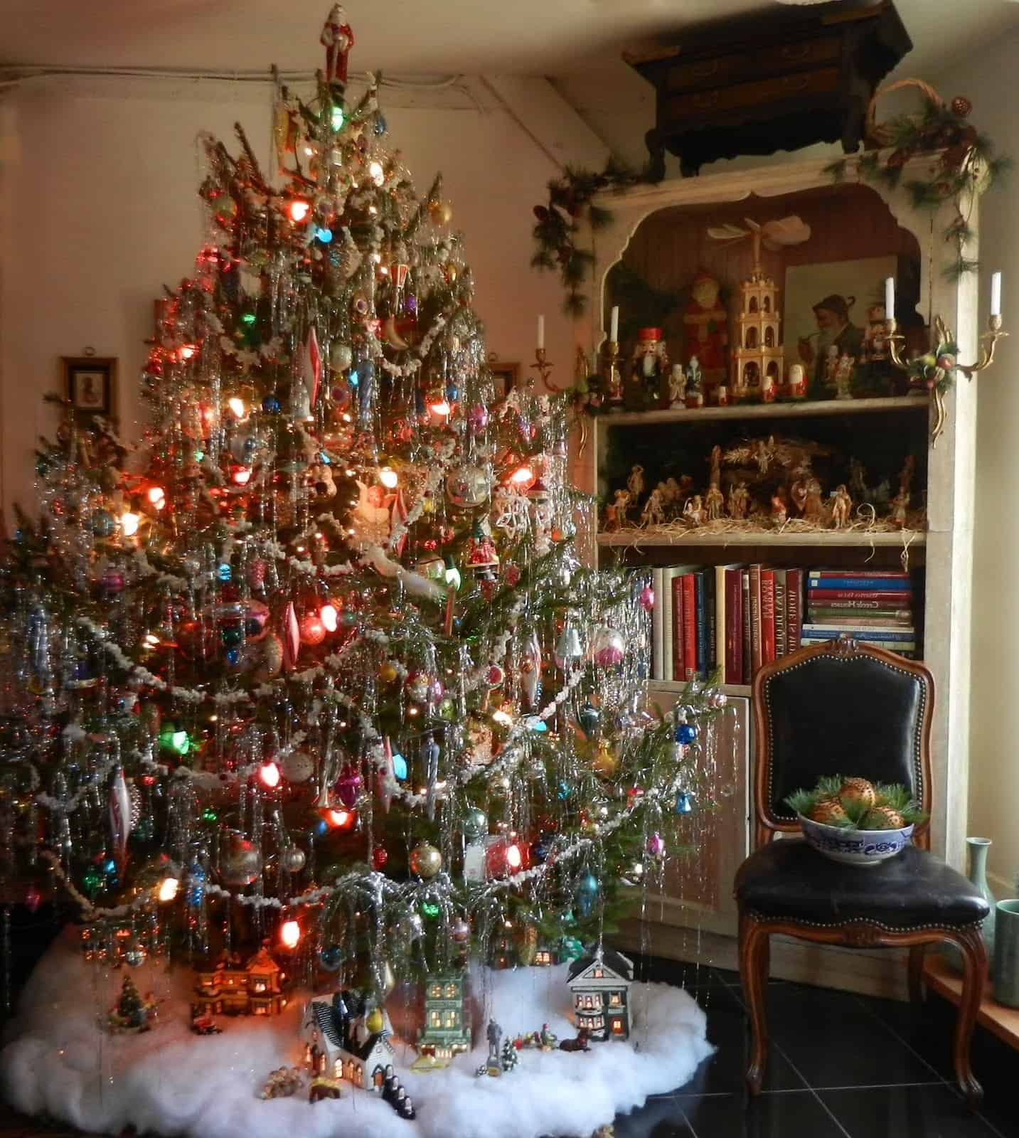 Tinsel Christmas Tree.Vintage Christmas Decorations That Are Making A Huge Comeback