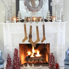 12 Country Ways to Bring Christmas Cheer to Your Mantel