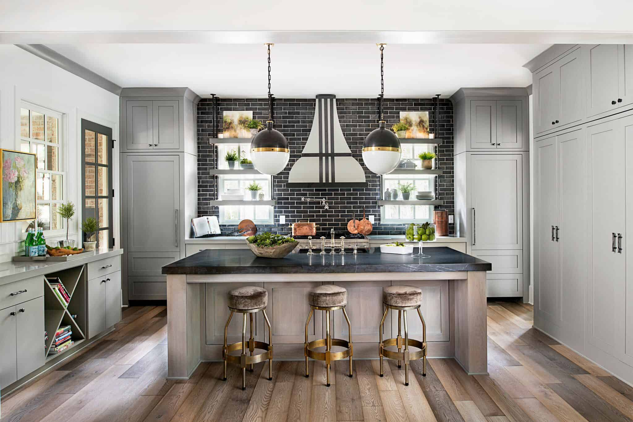 Therefore, this shade should be the main focal color of the kitchen space for the best outcome.