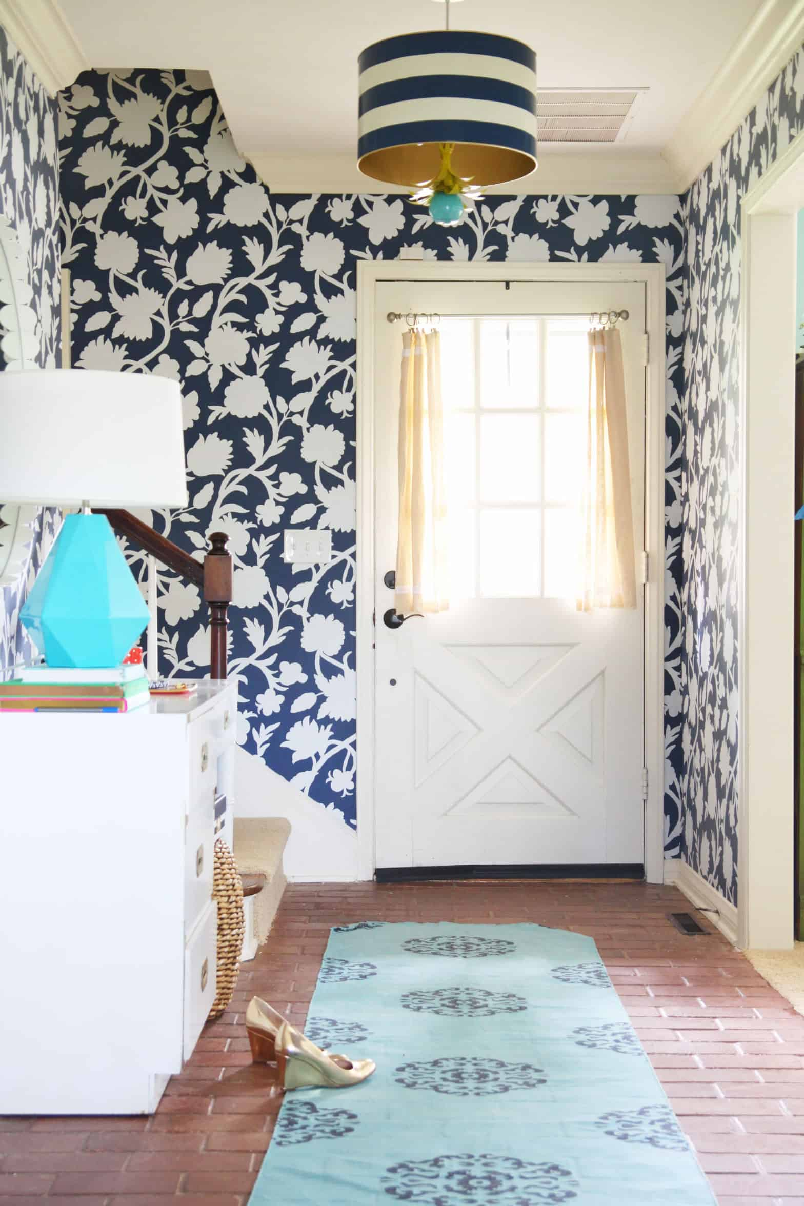 bold wallpaper entryway Trendy Welcoming Entryway Ideas
