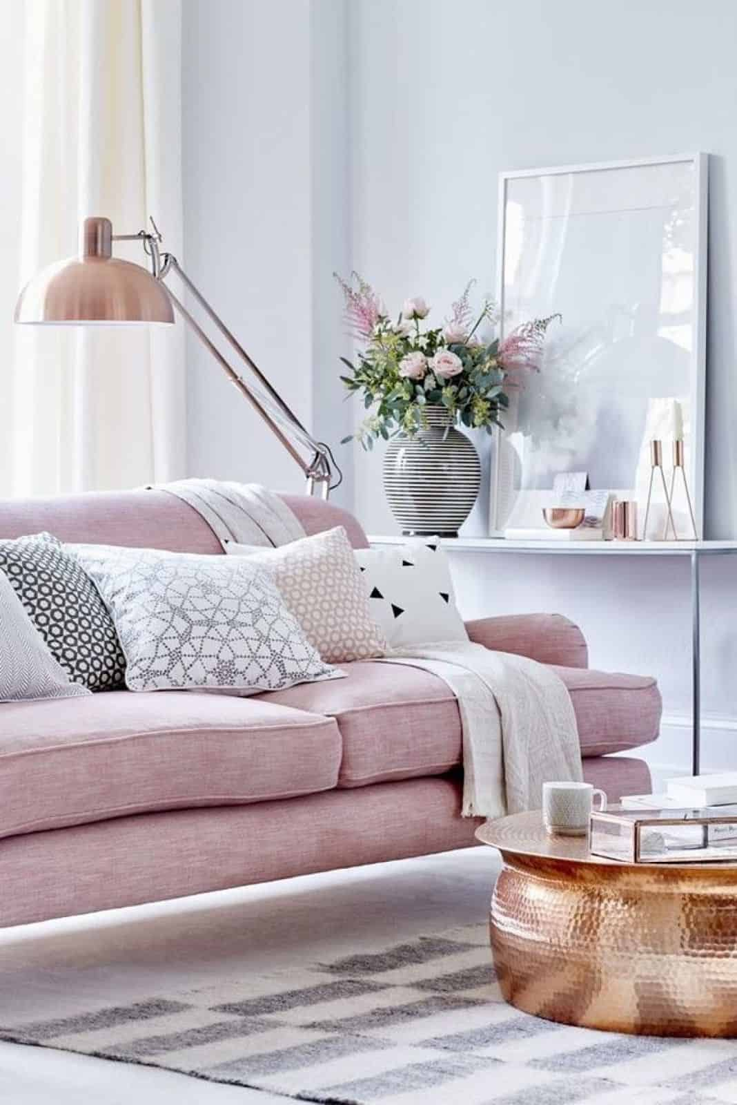 An excellent way to give your copper tones the ultimate spotlight is by pairing them with pink tones.