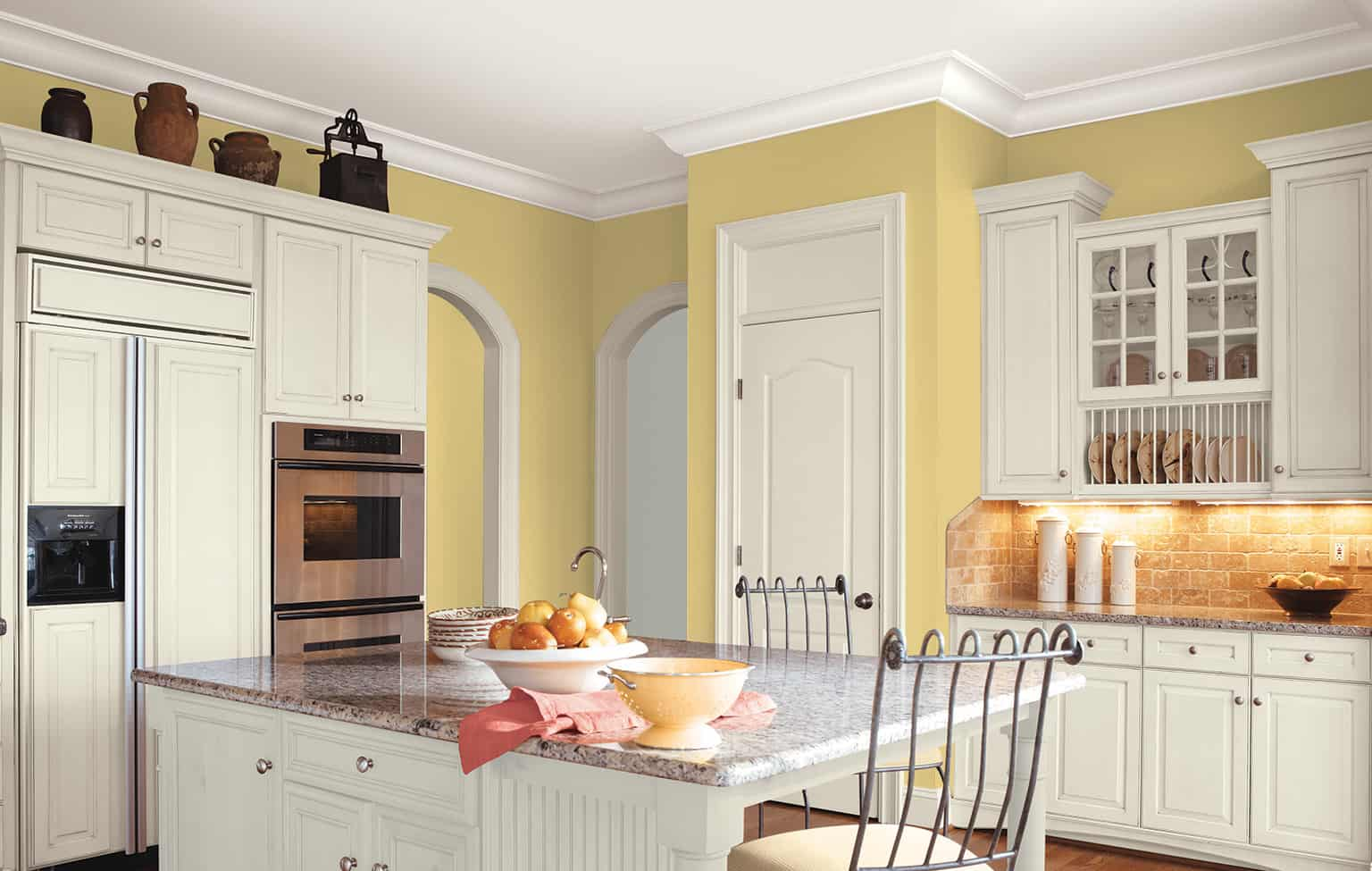 mellow yellow kitchen 2 11 Yellow Kitchen Ideas That Will Brighten Your Home