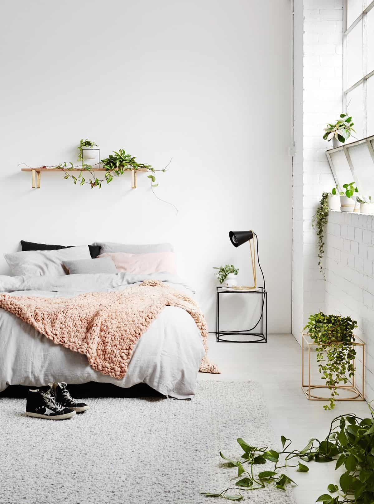 Add a few fresh items to add the natural elements to bring a summery feel directly in. Keep the palette clean with little no color for the best outcome.