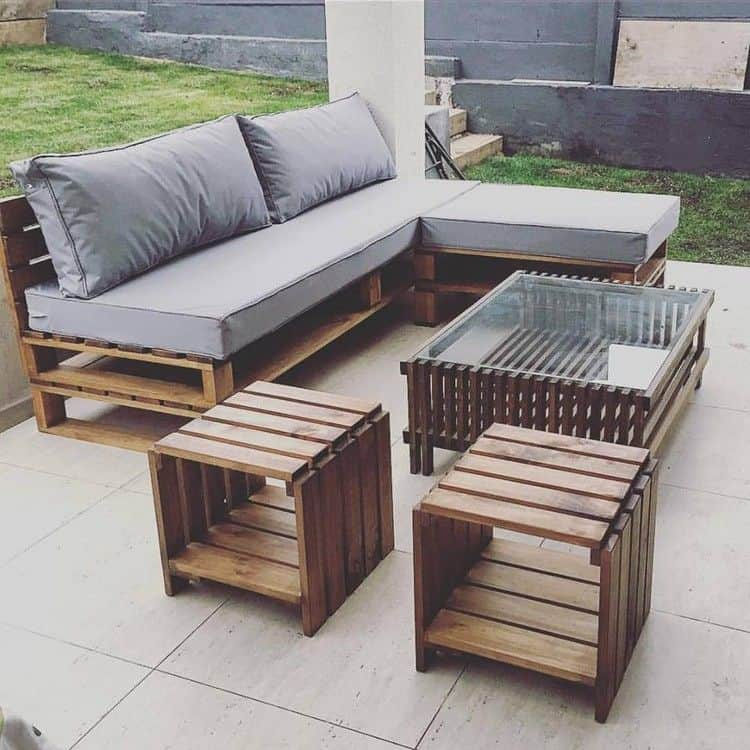 simple pallet patio furniture 15 Pieces of Pallet Patio Furniture To Spark Your Outside Spring Decorating