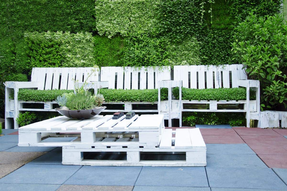 white pallet patio furniture