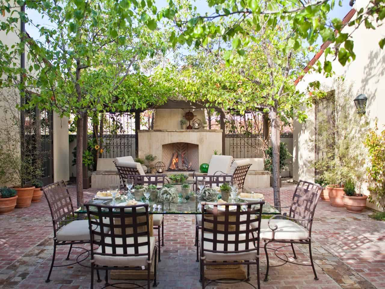 Mediterranean Touch Chic And Charming Outdoor Eating Space Ideas