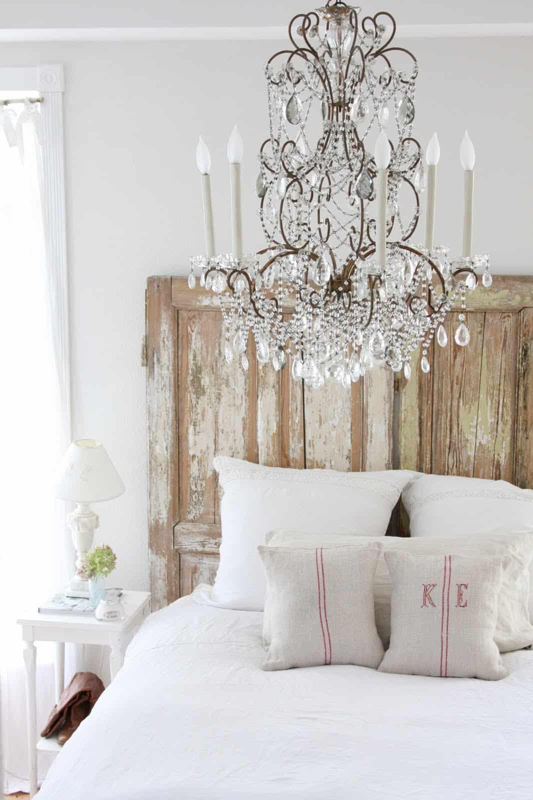no headboard bed2 Small Bedroom Design Solutions