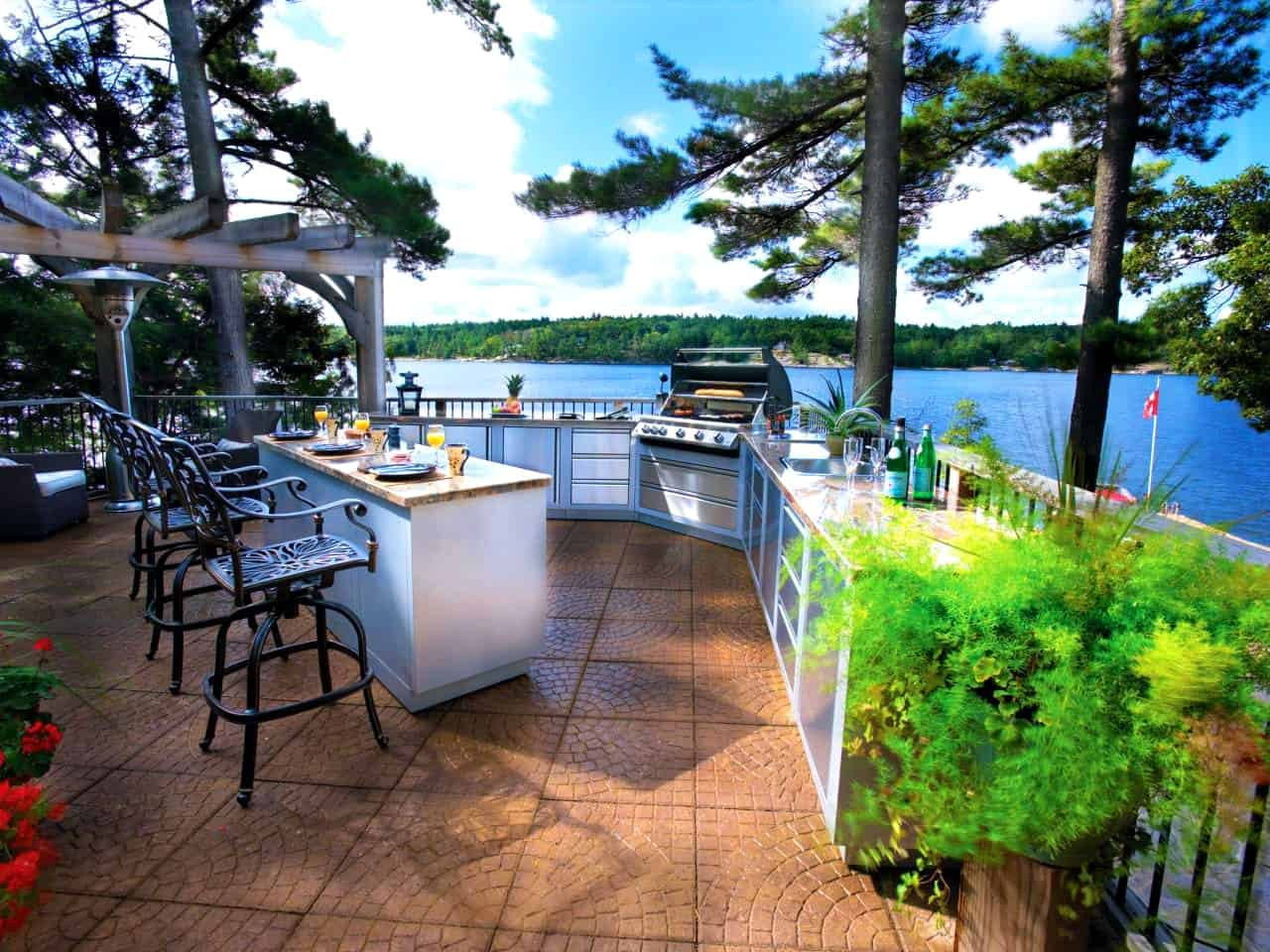 outdoor bar with kitchen