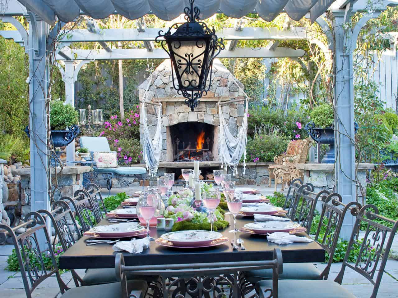 romantic seating outside Chic And Charming Outdoor Eating Space Ideas