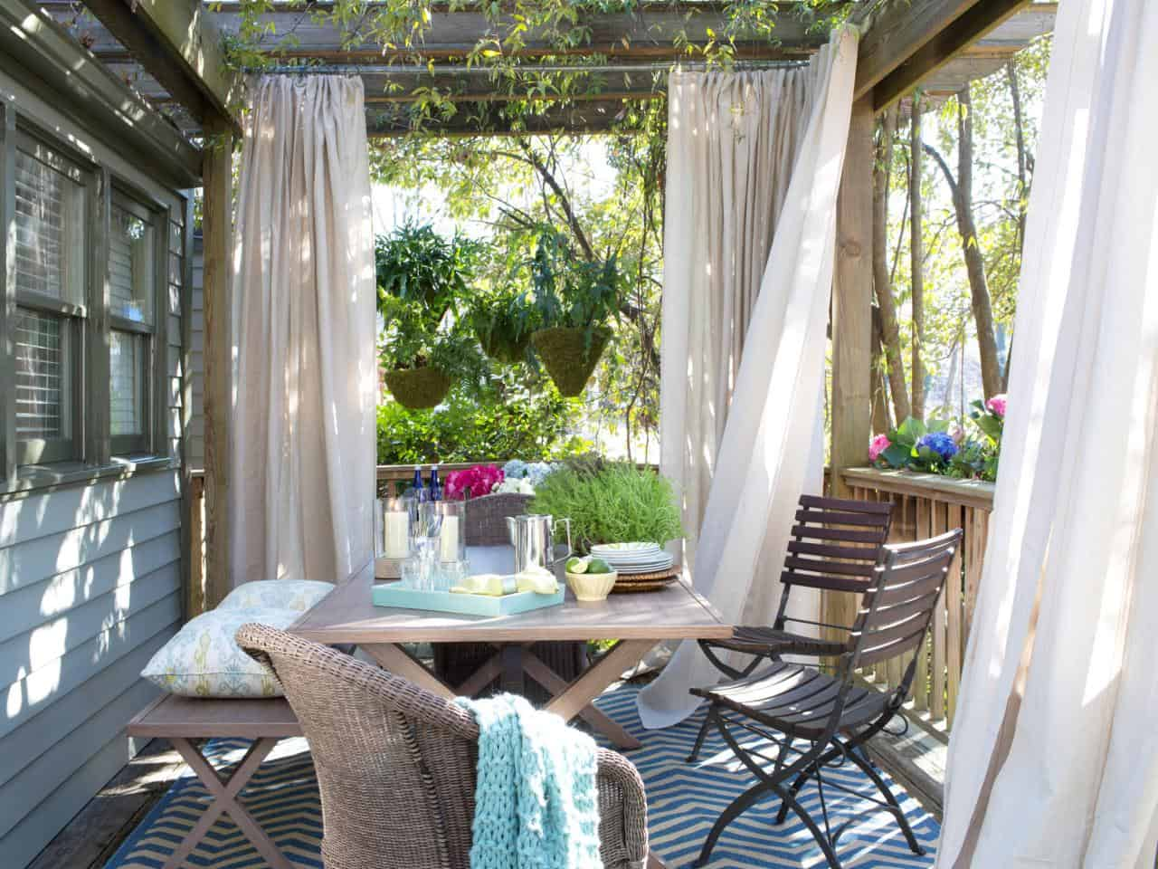 A rustic aesthetics has become a top contender when it comes to home decor even in the outdoor space.