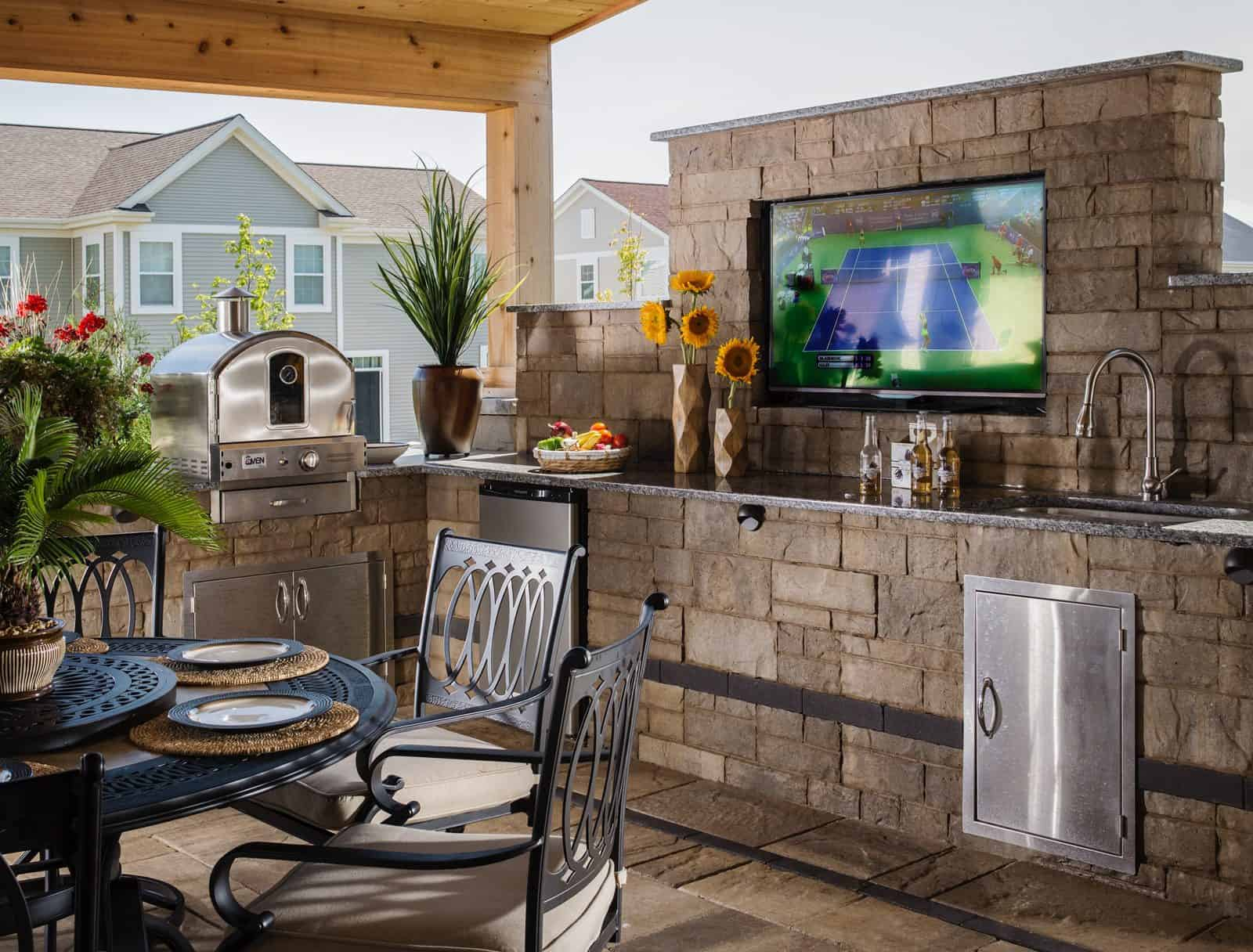 Outdoor kitchen ideas that will make you drool for Rustic outdoor kitchen ideas