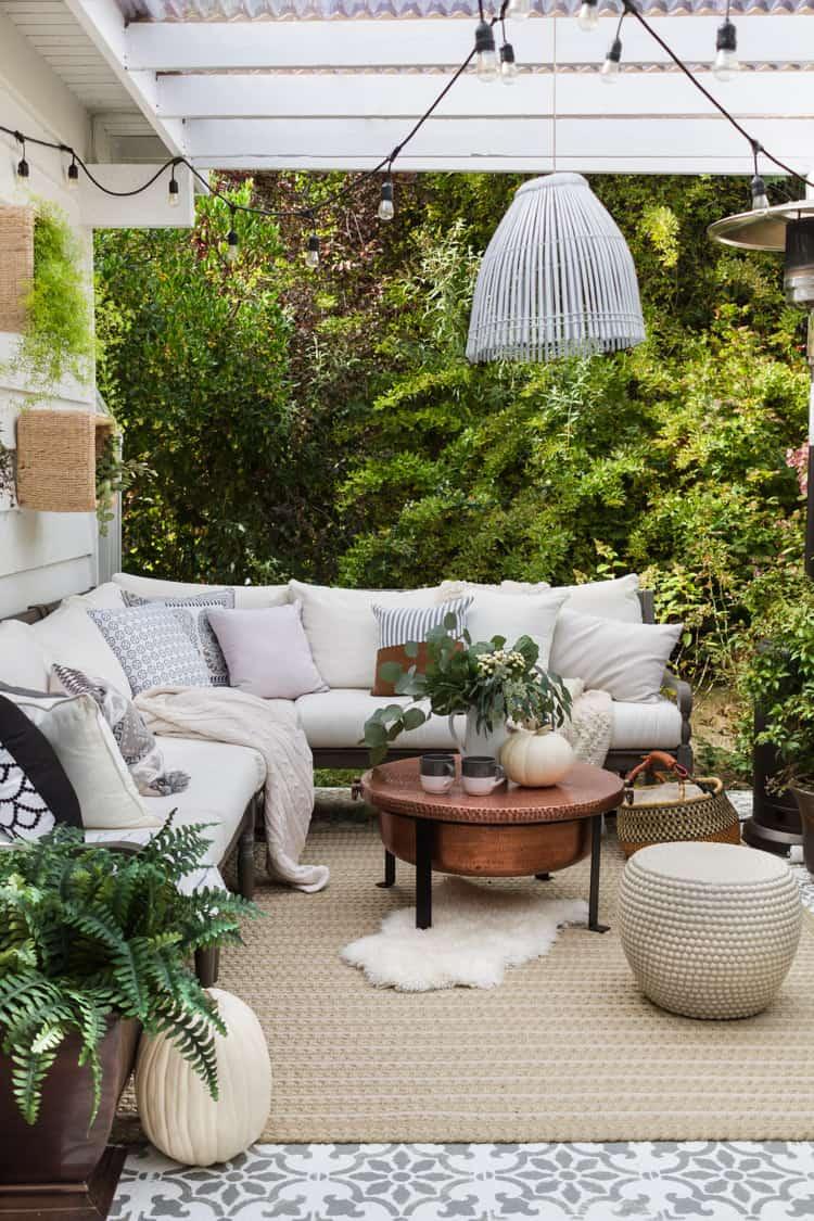 simple patio decor