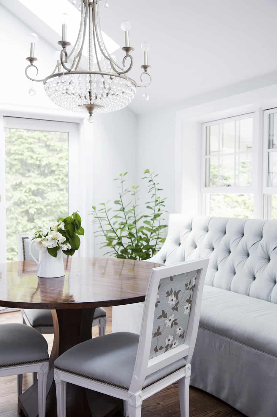 white and blue breakfast nook.jpg 2