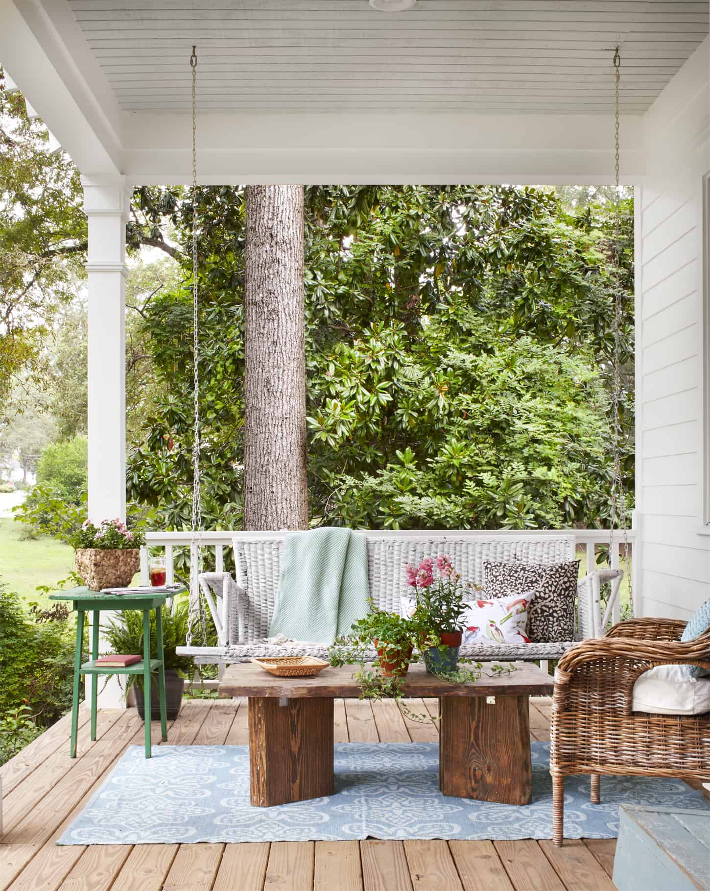 Awesome 13 Porch Ideas For Lazy Entertaining Days Gmtry Best Dining Table And Chair Ideas Images Gmtryco