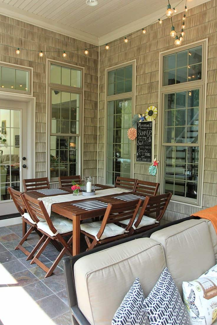 dining table in porch