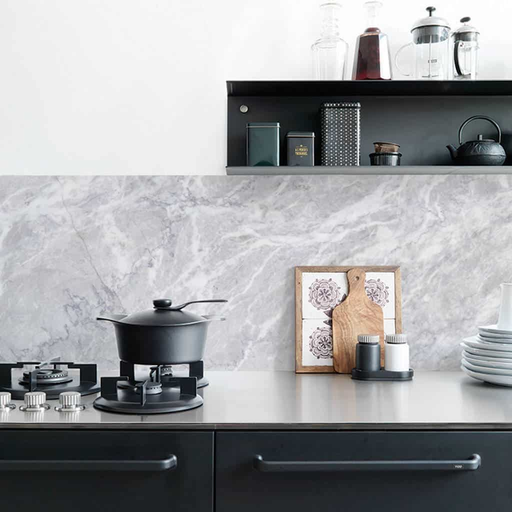 marble kitchen 2 Fun Ways To Wallpaper Your Kitchen