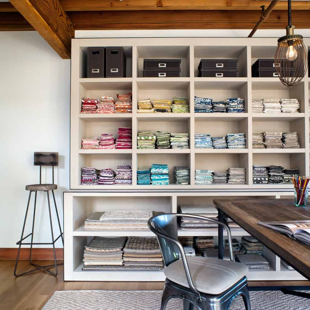 Open shelving really allows you to add color into a room without disrupting the decor.