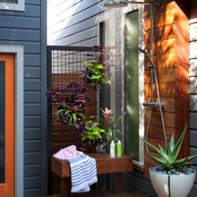 Refreshing Ideas For An Outdoor Shower