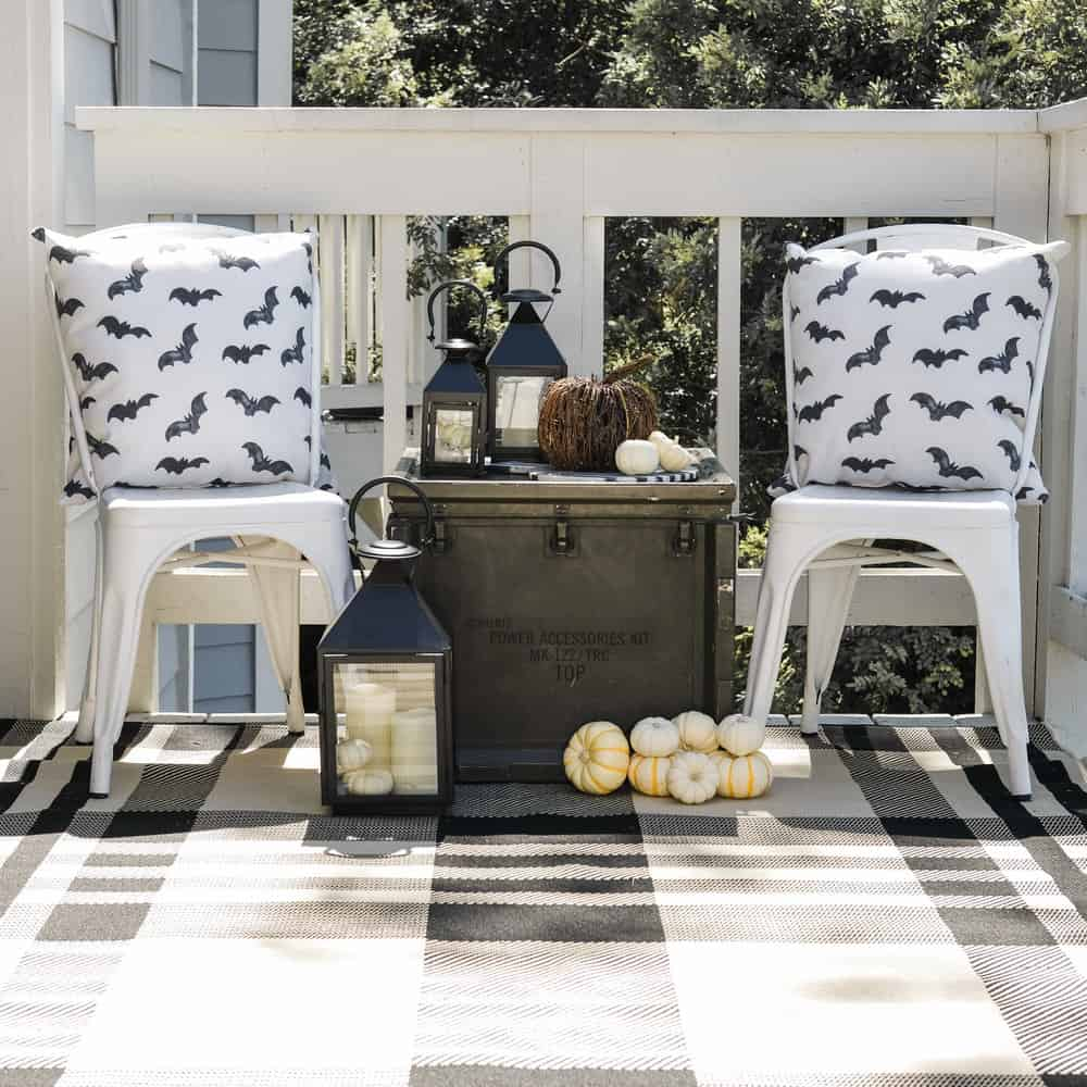 simple outdoor decor