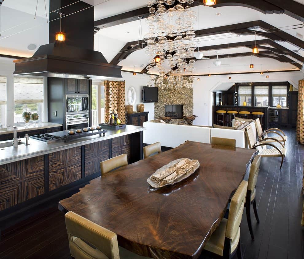 Welcoming Intimate Showhouse Kitchen: Ways To Decorate An Open Floor Plan Without Overcrowding