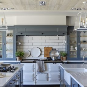 Chic Kitchens With Concealed Range Hoods